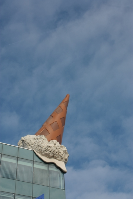 escultura de claes oldenburg